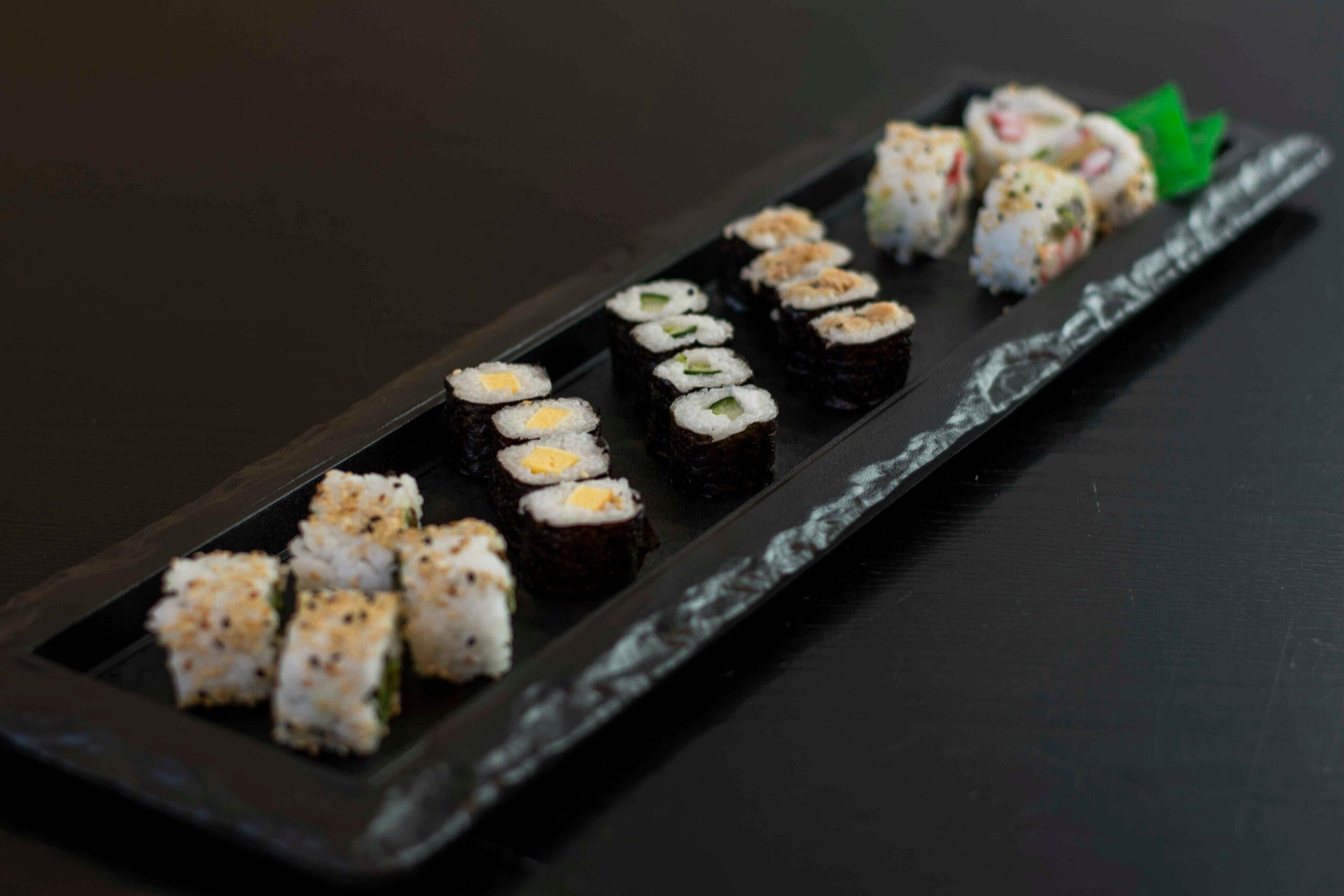 Visaanhuisbezorgd kleine sushi schaal